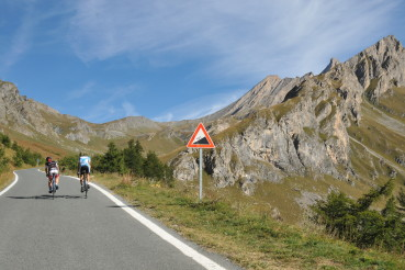 L'Agnel 2744 – climbing to the Agnello col from Italy and France