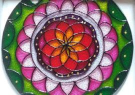Laboratorio di decorazione di Mandala su vetro
